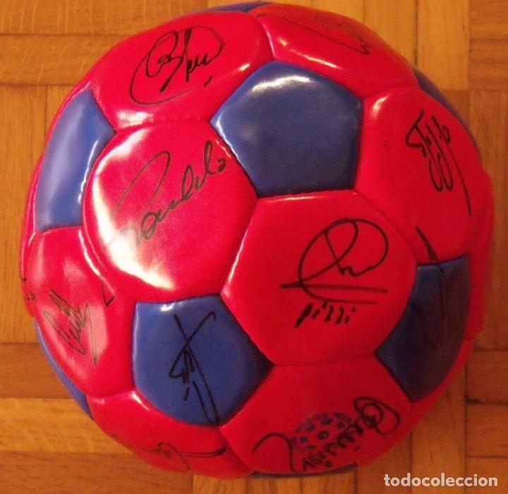 Coleccionismo deportivo: Balón F. C. Barcelona 1996-97 21 autógrafos: Ronaldo, Figo, Stoichkov, Luis Enrique, Guardiola, etc. - Foto 8 - 218568716