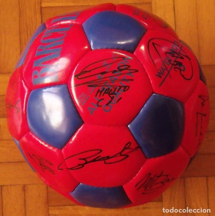 Coleccionismo deportivo: Balón F. C. Barcelona 1996-97 21 autógrafos: Ronaldo, Figo, Stoichkov, Luis Enrique, Guardiola, etc. - Foto 9 - 218568716