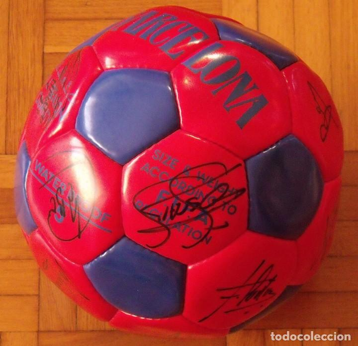 Coleccionismo deportivo: Balón F. C. Barcelona 1996-97 21 autógrafos: Ronaldo, Figo, Stoichkov, Luis Enrique, Guardiola, etc. - Foto 10 - 218568716