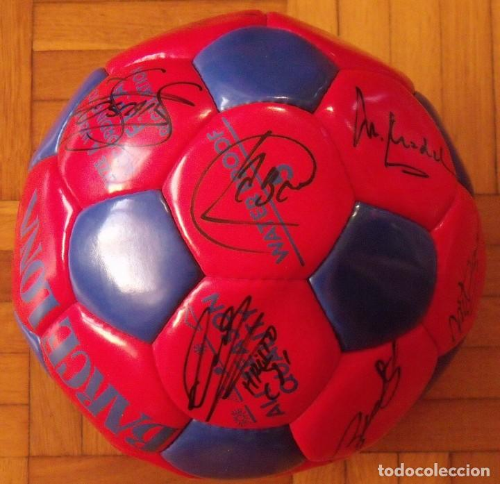 Coleccionismo deportivo: Balón F. C. Barcelona 1996-97 21 autógrafos: Ronaldo, Figo, Stoichkov, Luis Enrique, Guardiola, etc. - Foto 11 - 218568716