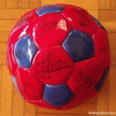 Coleccionismo deportivo: BALÓN F. C. BARCELONA 1998-99. 26 AUTÓGRAFOS. FIGO, RIVALDO, STOICHKOV, VAN GAAL, SERGI, NADAL.... Lote 219267916