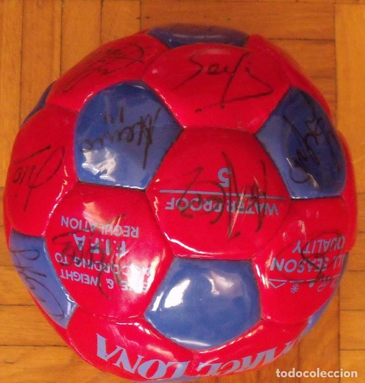 Coleccionismo deportivo: Balón F. C. Barcelona 1998-99. 26 autógrafos. Figo, Rivaldo, Stoichkov, Van Gaal, Sergi, Nadal... - Foto 10 - 219267916
