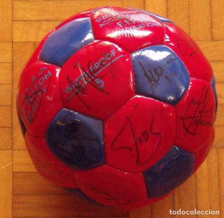 Coleccionismo deportivo: Balón F. C. Barcelona 1998-99. 26 autógrafos. Figo, Rivaldo, Stoichkov, Van Gaal, Sergi, Nadal... - Foto 11 - 219267916
