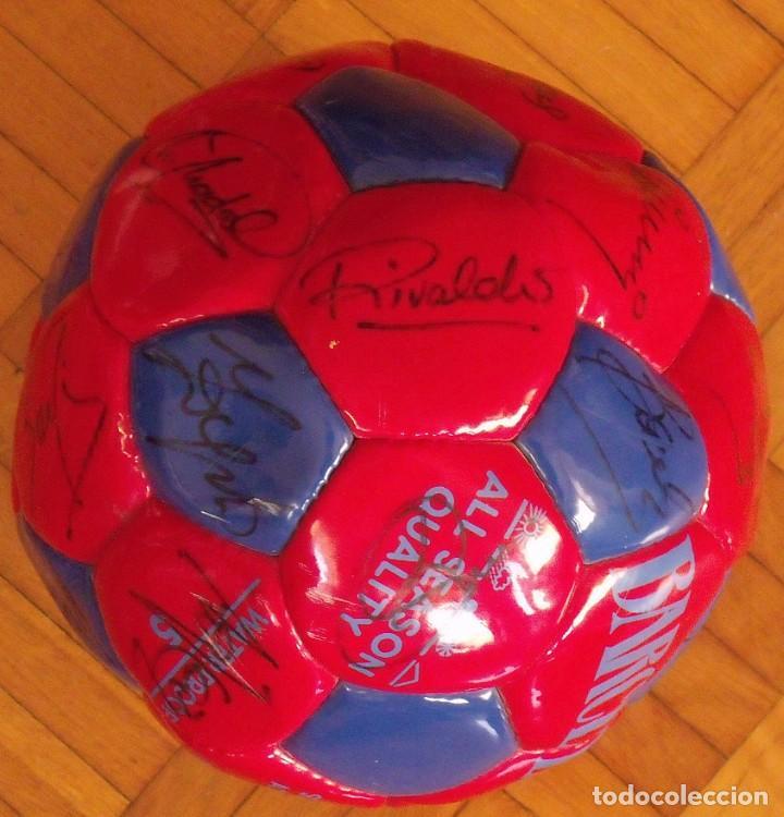 Coleccionismo deportivo: Balón F. C. Barcelona 1998-99. 26 autógrafos. Figo, Rivaldo, Stoichkov, Van Gaal, Sergi, Nadal... - Foto 12 - 219267916