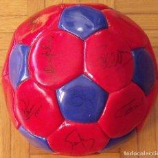 Coleccionismo deportivo: BALÓN F. C. BARCELONA 1999-2000. 23 AUTÓGRAFOS. RIVALDO, COCU, GUARDIOLA, SERGI, GABRI, XAVI...... Lote 221114837