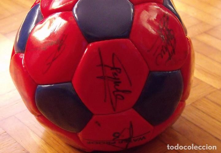 Coleccionismo deportivo: Balón F. C. Barcelona 1999-2000. 23 autógrafos. Rivaldo, Cocu, Guardiola, Sergi, Gabri, Xavi..... - Foto 7 - 221114837