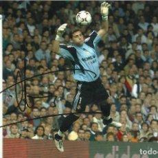 Coleccionismo deportivo: IKER CASILLAS. AUTÓGRAFO, FIRMA SERIGRAFIADA. REAL MADRID. FOTOGRAFÍA OFICIAL. KODAK 2003 GALÁCTICOS. Lote 222012610