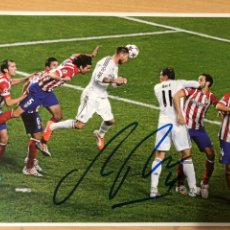 Coleccionismo deportivo: FINAL CHAMPIONS REAL MADRID AT MADRID POSTER DE MARCA FIRMADO. Lote 222625880