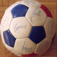 Coleccionismo deportivo: BALÓN F. C. BARCELONA 1984-85. 23 AUTÓGRAFOS FIRMAS ORIGINALES AUTOGRAPHS: SCHUSTER, URRUTI, MIGUELI. Lote 222792560