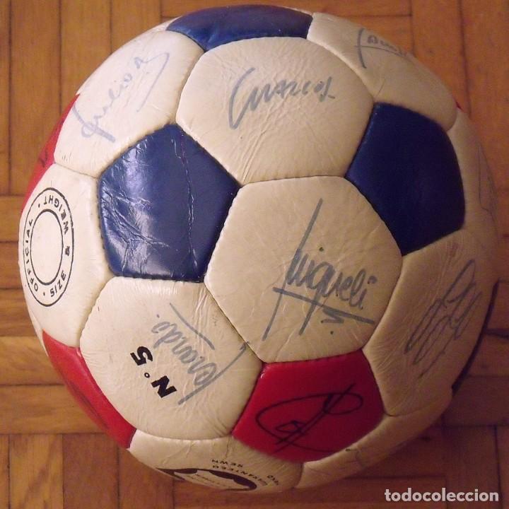 Coleccionismo deportivo: Balón F. C. Barcelona 1984-85. 23 autógrafos firmas originales autographs: Schuster, Urruti, Migueli - Foto 2 - 222792560