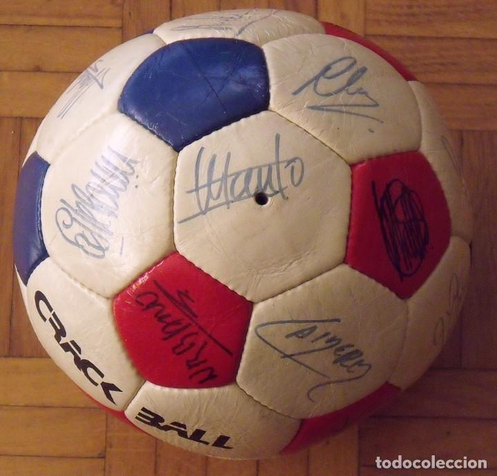 Coleccionismo deportivo: Balón F. C. Barcelona 1984-85. 23 autógrafos firmas originales autographs: Schuster, Urruti, Migueli - Foto 3 - 222792560