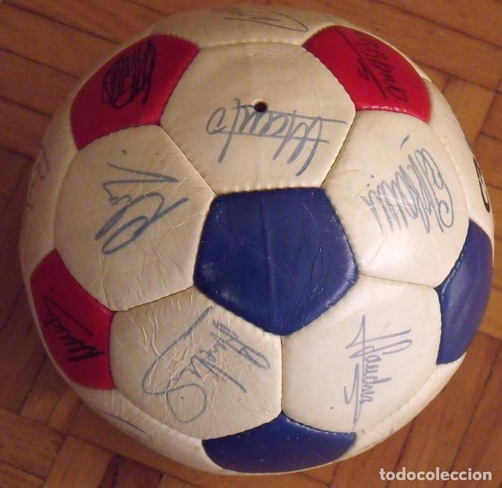 Coleccionismo deportivo: Balón F. C. Barcelona 1984-85. 23 autógrafos firmas originales autographs: Schuster, Urruti, Migueli - Foto 5 - 222792560