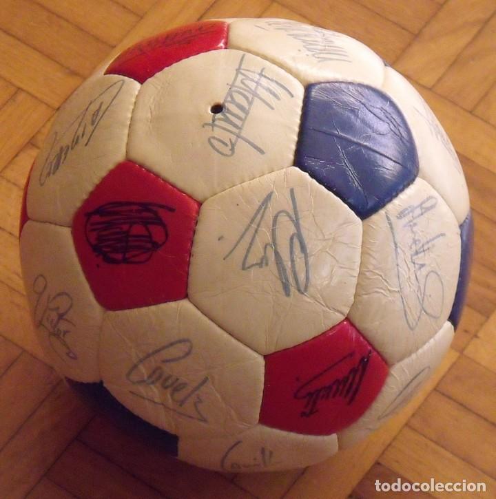 Coleccionismo deportivo: Balón F. C. Barcelona 1984-85. 23 autógrafos firmas originales autographs: Schuster, Urruti, Migueli - Foto 6 - 222792560