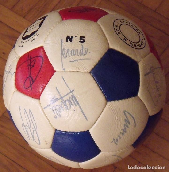 Coleccionismo deportivo: Balón F. C. Barcelona 1984-85. 23 autógrafos firmas originales autographs: Schuster, Urruti, Migueli - Foto 9 - 222792560