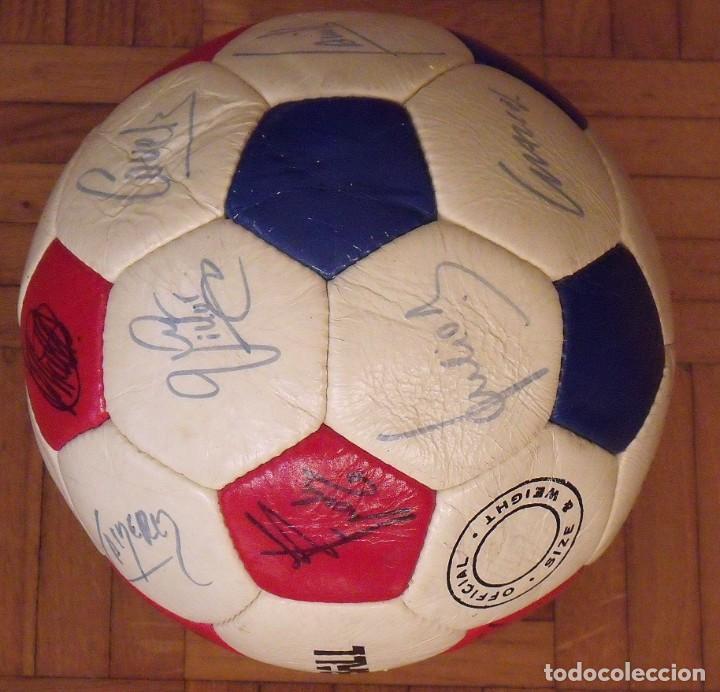 Coleccionismo deportivo: Balón F. C. Barcelona 1984-85. 23 autógrafos firmas originales autographs: Schuster, Urruti, Migueli - Foto 10 - 222792560