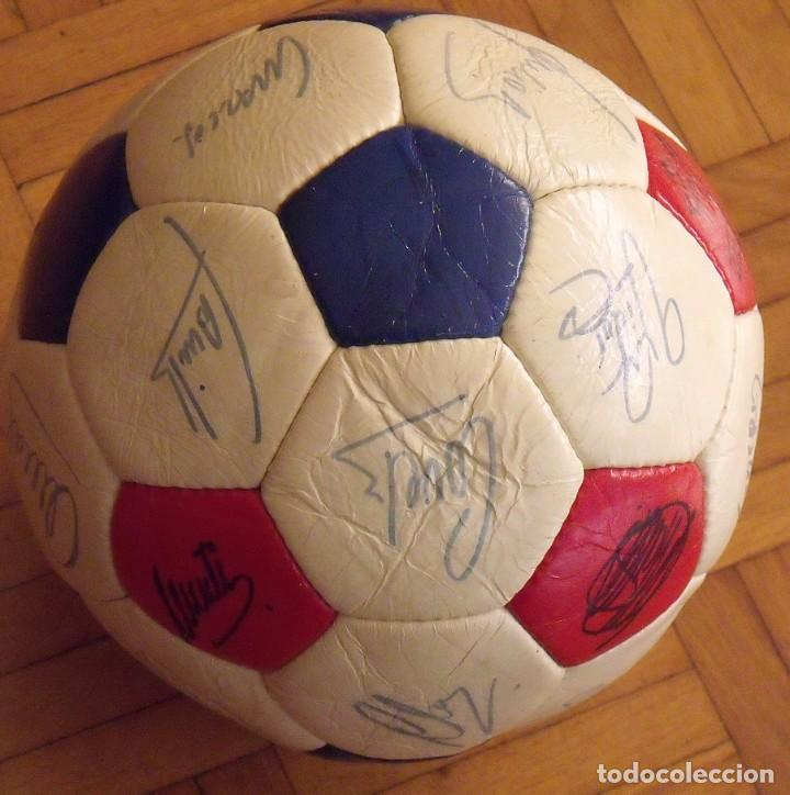 Coleccionismo deportivo: Balón F. C. Barcelona 1984-85. 23 autógrafos firmas originales autographs: Schuster, Urruti, Migueli - Foto 11 - 222792560