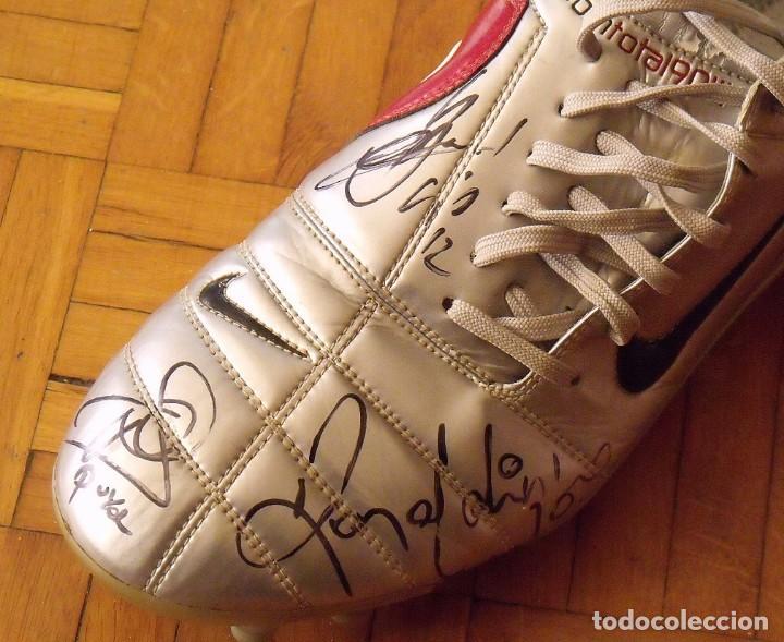 Coleccionismo deportivo: Botas match unworn. Autógrafos autographs: Messi, Ronaldinho, Puyol, Iniesta, Gio, Márquez, Belletti - Foto 12 - 232420770