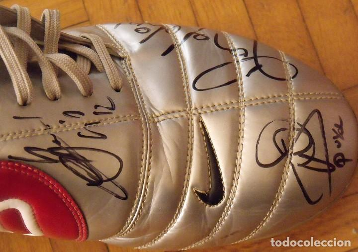 Coleccionismo deportivo: Botas match unworn. Autógrafos autographs: Messi, Ronaldinho, Puyol, Iniesta, Gio, Márquez, Belletti - Foto 14 - 232420770