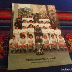 Coleccionismo deportivo: POSTAL REAL MADRID CAMPEONES DE LIGA 1974 75 SIN CIRCULAR 20X14,5 CMS. CON 3 AUTÓGRAFOS. PRECIOSA.. Lote 223558832