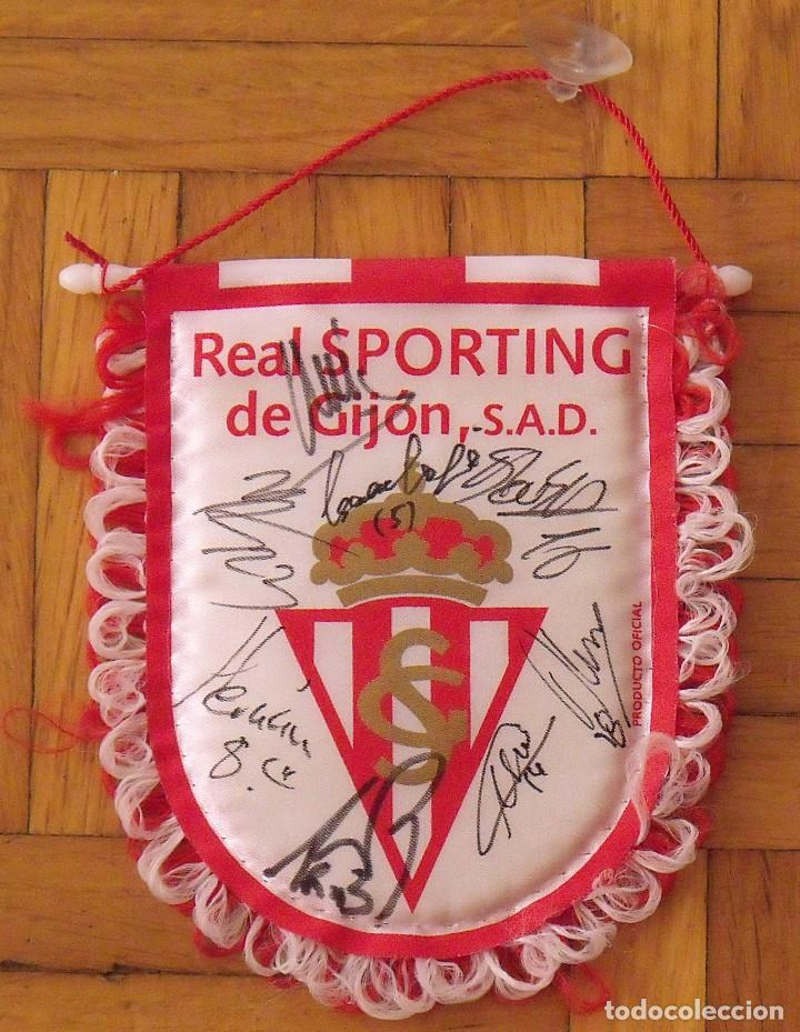 REAL SPORTING DE GIJÓN. 2020-21. 17 AUTÓGRAFOS, AUTOGRAPHS, FIRMAS ORIGINALES. BANDERÍN OFICIAL. (Coleccionismo Deportivo - Documentos de Deportes - Autógrafos)