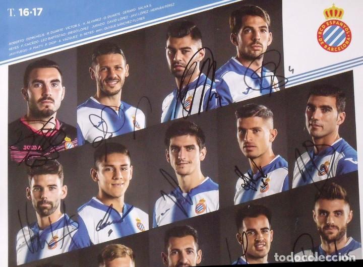 Coleccionismo deportivo: RCD Espanyol. 23 autógrafos, autographs, firmas originales plantilla 2016-17. Poster cartel oficial. - Foto 2 - 225151510