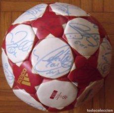 Coleccionismo deportivo: REAL MADRID C.F. 2005-2006. BALÓN CON 20 AUTÓGRAFOS: RONALDO, BECKHAM, ROBINHO, RAUL, GUTI, ZIDANE... Lote 228150480