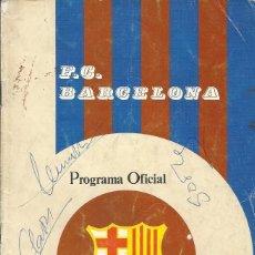 Coleccionismo deportivo: F. C. BARCELONA. PROGRAMA OFICIAL. SEVILLA F. C. 1975. PAOK SALÓNICA. 3 AUTÓGRAFOS SOTIL, CLARÉS..... Lote 228892620