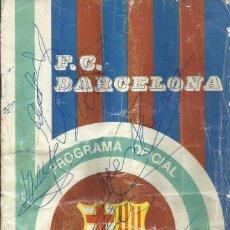 Coleccionismo deportivo: F. C. BARCELONA. PROGRAMA OFICIAL. REAL OVIEDO. 1975. 17 AUTÓGRAFOS: CRUYFF, NEESKENS, SOTIL,. Lote 228895115