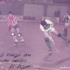 Coleccionismo deportivo: MARIO AGÜERO. AUTÓGRAFO, FIRMA. HOCKEY PATINES. LICEO CAIXA GALICIA. 1982-83. CAMPEÓN LIGA.. Lote 237322665