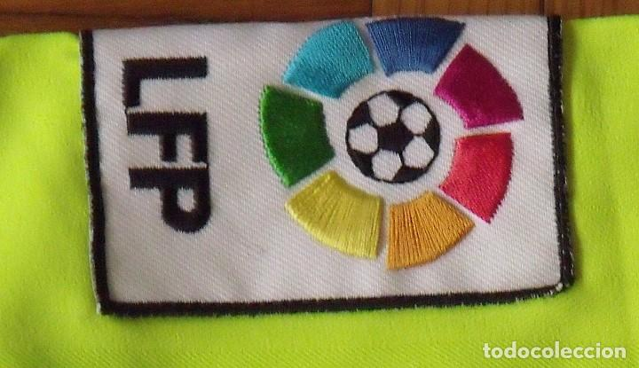 Coleccionismo deportivo: CAMISETA FUTBOL F. C. BARCELONA 2005-2006 20 AUTÓGRAFOS RONALDINHO, MESSI, XAVI, INIESTA, PUYOL DECO - Foto 8 - 237703430