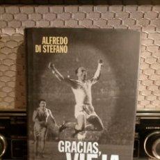 Coleccionismo deportivo: ALFREDO DI STÉFANO BOOK HAND SIGNED AUTOGRAPH REAL MADRID ORIGINAL AUTOGRAFO FIRMADO A MANO. Lote 244410145