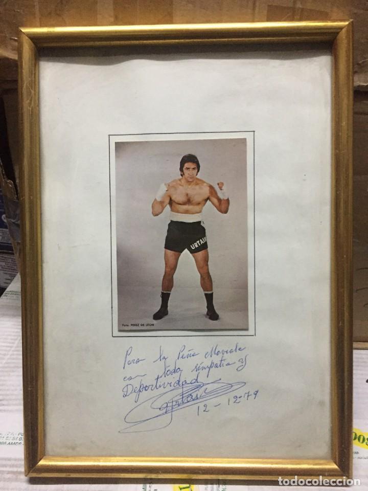 CUADRO BOXEO FOTO FOTOGRAFIA JOSE MANUEL URTAIN CON FIRMA AUTOGRAFO DEDICADO PEÑA LA MOVIOLA 1979 (Coleccionismo Deportivo - Documentos de Deportes - Autógrafos)