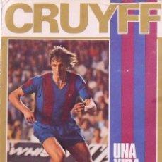 Coleccionismo deportivo: JOHAN CRUYFF. LIBRO UNA VIDA POR EL BARÇA. AUTOGRAPH, FIRMA ORIGINAL, AUTÓGRAFO, DEDICATORIA. 1973.. Lote 252333405