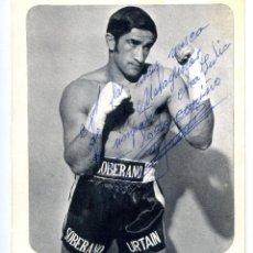 Coleccionismo deportivo: JOSÉ MANUEL IBAR, URTAIN, BOXEADOR EN 1970, CON DEDICATORIA AUTÓGRAFA 11X13 CM.. Lote 253857180