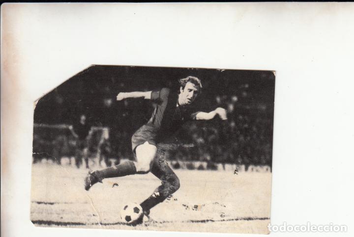 CALENDARIO 1975 CON FOTO CARLES REIXACH Y AUTOGRAFO ENGANCHADO AL DORSO PICO RECORTADO (Coleccionismo Deportivo - Documentos de Deportes - Autógrafos)