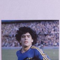 Coleccionismo deportivo: FOTO DE MARADONA EN BOCA JUNIORS CON SU AUTOGRAFO 100% ORIGINAL DE SU MANO Y CON COA CERTIFICADO.. Lote 262422005