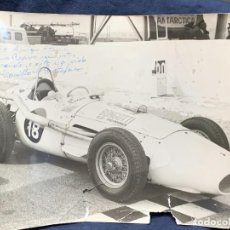 Coleccionismo deportivo: FOTO COCHE CAMILO CRISTOFARO SAO PAULO FIRMADA Y DEDICADA INTERLAGOS 2/9/1962 18X24CMS. Lote 263564945