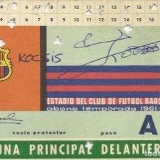 Coleccionismo deportivo: CARNET TRIBUNA PRINCIPAL DELANTERA 1961-62. F. C. BARCELONA. FIRMAS DE KOCSIS Y SADURNÍ. 8X12 CM.. Lote 265929993