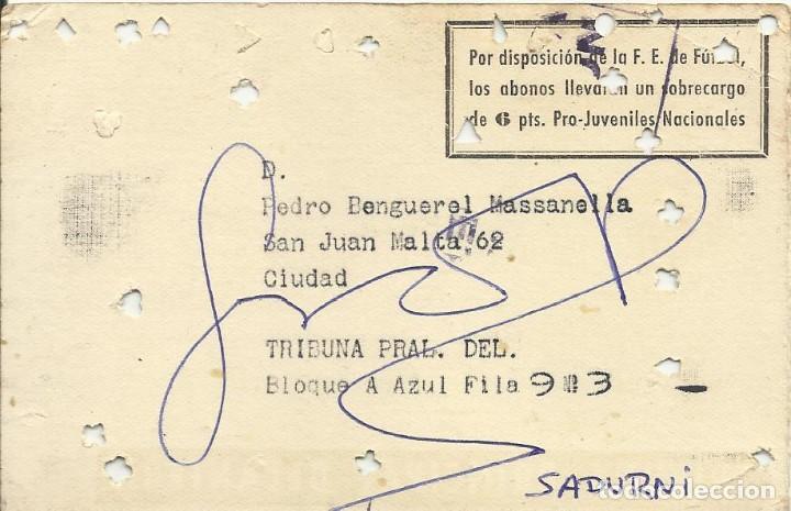Coleccionismo deportivo: Carnet Tribuna Principal Delantera 1961-62. F. C. Barcelona. Firmas de Kocsis y Sadurní. 8x12 cm. - Foto 2 - 265929993