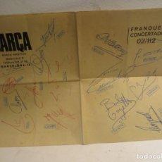 Coleccionismo deportivo: HOJA REVISTA DEPORTIVA BARÇA FIRMADA POR TODOS LOS JUGADORES DEL C.F. BARCELONA EPOCA CRUYFF. Lote 270401178