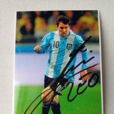 Colecionismo desportivo: FOTO AUTOGRAFO ORIGINAL DE LEO MESSI CON LA SELECCION ARGENTINA DE 10X15 CMS COMPRADO EN NAPOLES. Lote 274842043