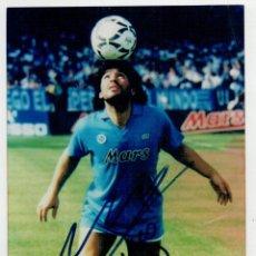 Coleccionismo deportivo: DIEGO ARMANDO MARADONA - FOTOGRAFIA CON AUTOGRAFO ORIGINAL, FIRMADO A MANO -. Lote 275449213