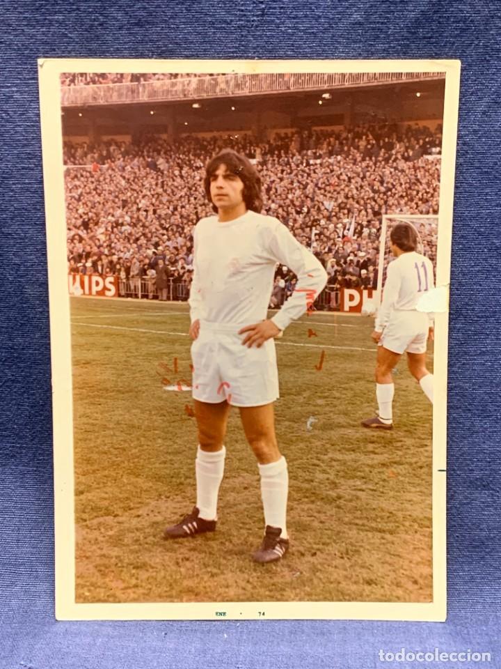 FOTO FUTBOL FIRMADA DEDICADA JUGADOR JUAN MORGADO REAL MADRID 1974 18X12,5CMS (Coleccionismo Deportivo - Documentos de Deportes - Autógrafos)