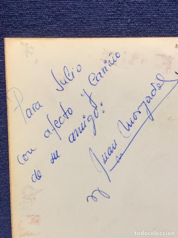 Coleccionismo deportivo: FOTO FUTBOL FIRMADA DEDICADA JUGADOR JUAN MORGADO REAL MADRID 1974 18X12,5CMS - Foto 4 - 285219778