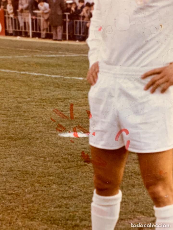 Coleccionismo deportivo: FOTO FUTBOL FIRMADA DEDICADA JUGADOR JUAN MORGADO REAL MADRID 1974 18X12,5CMS - Foto 7 - 285219778