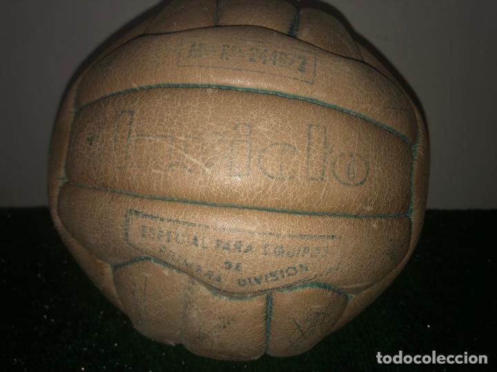 Coleccionismo deportivo: 1965 Balón Match worn Real Madrid firmado Puskas con COA Marca Invicto - Foto 2 - 288041118