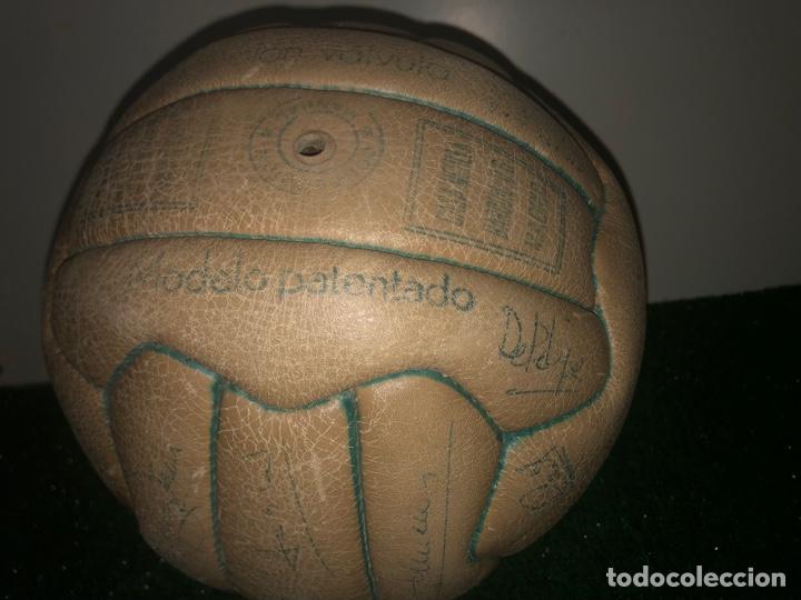 Coleccionismo deportivo: 1965 Balón Match worn Real Madrid firmado Puskas con COA Marca Invicto - Foto 4 - 288041118