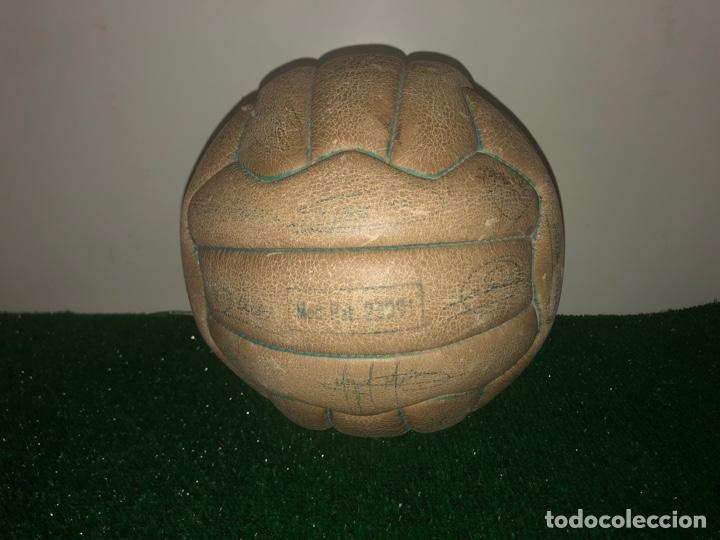 Coleccionismo deportivo: 1965 Balón Match worn Real Madrid firmado Puskas con COA Marca Invicto - Foto 8 - 288041118