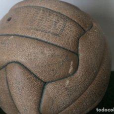 Coleccionismo deportivo: 1965 BALÓN MATCH WORN REAL MADRID FIRMADO PUSKAS CON COA MARCA INVICTO. Lote 288041118