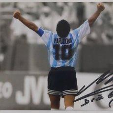 Coleccionismo deportivo: FOTO DE MARADONA CON ARGENTINA CAMPEÓN DEL MUNDO CON AUTOGRAFO Y COA CERTIFICADO DE AUTENTICIDAD.. Lote 288627368